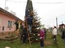 Karácsonyfa állítás és díszités 2011_10