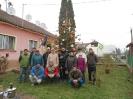 Karácsonyfa állítás és díszités 2011_16