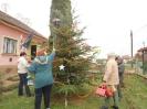 Karácsonyfa állítás és díszités 2011_1