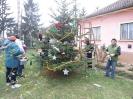 Karácsonyfa állítás és díszités 2011_4