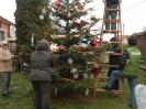 Karácsonyfa állítás és díszités 2011_8
